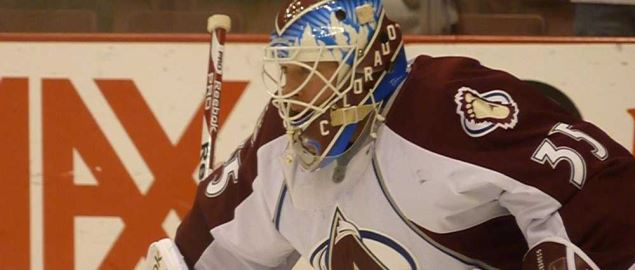 The Colorado Avalanche goalie preparing to protect the goal.