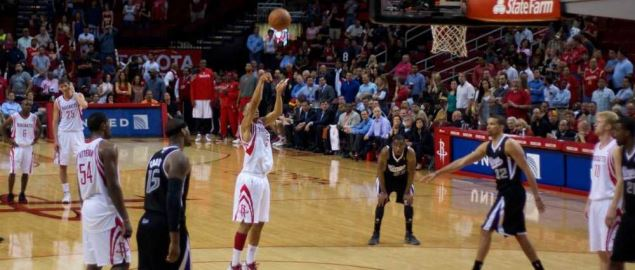Courtney Lee attempts a free throw for the Houston Rockets.