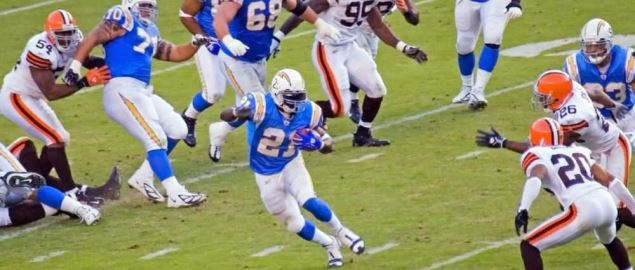 The San Diego Chargers run against the Cleveland Browns.