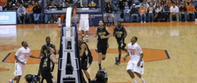 Oakland Golden Grizzlies vs Syracuse in 2009 away game.