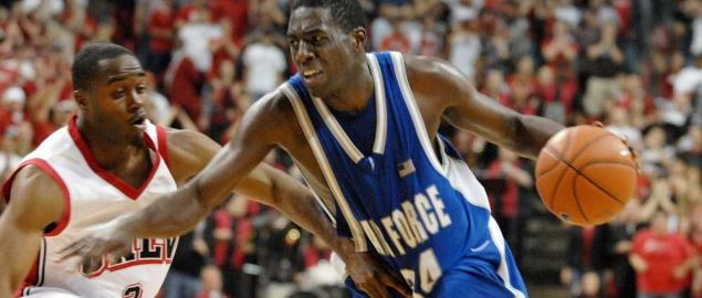 Dan Nwaelele drives the ball during game between UNLV and the U.S. Air Force.
