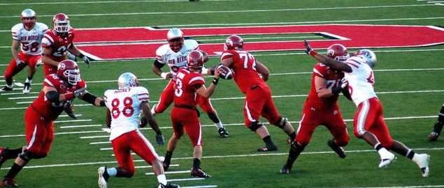 Utah Utes' QB set to throw a touchdown vs New Mexico in 2009.